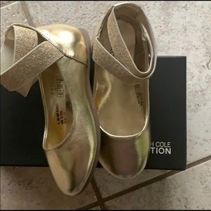 Kenneth Cole gold ballerina style shoe